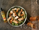 Рецепта Зелена салата с бейби спанак, пържени хапки сьомга, семки и пармезан